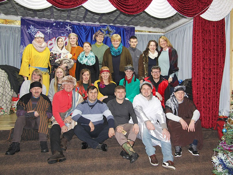 Die Anspielgruppe zur Weihnachtsgeschichte (mit Playback auf Rumänisch)
